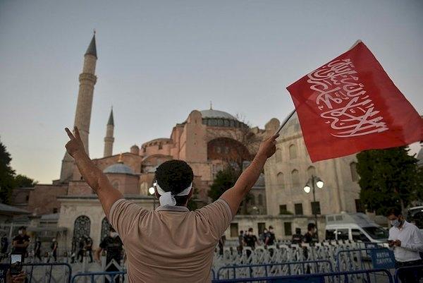 Ayasofya: Simge, slogan, umut / Dr. Abdulkadir Turan