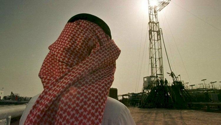 Dünyanın en büyük petrol üreticisi Aramco'nun kârı yarı yarıya azaldı