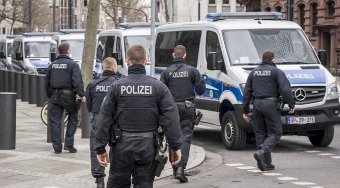 Almanya'da polislere 'aşırı sağcı yapılanma' soruşturması