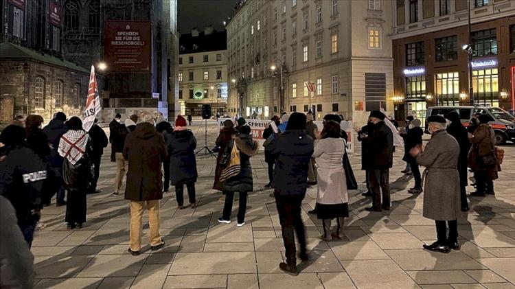 Avusturya'da Müslümanların haklarını kısıtlayacağı düşünülen 'terörle mücadele yasa tasarısı'na protesto