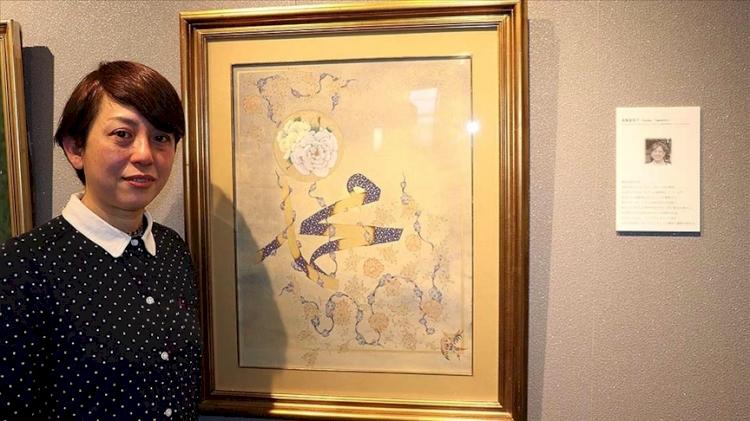Japon müzehhip Fumiko, eserinde Hazreti Muhammed'in ismi ile gül motifini birlikte resmetti