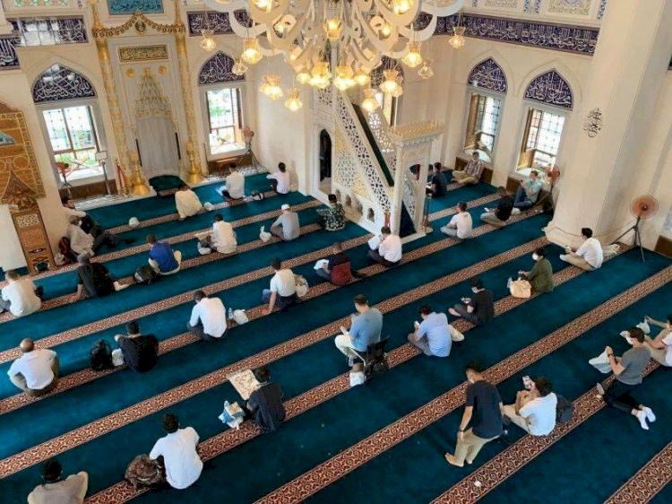 Salgın nedeniyle kapalı olan Tokyo Camii yeniden ibadete açıldı