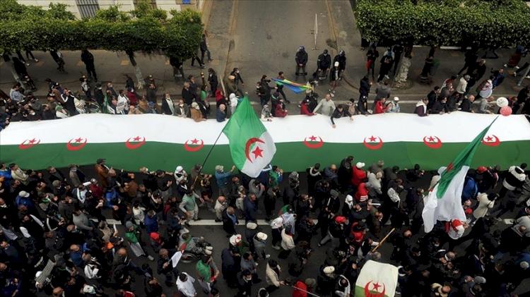 Cezayir'de köklü değişim talebiyle yeniden başlayan gösteriler devam ediyor