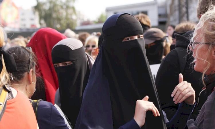 İsveç Suç Araştırma Konseyi: En çok İslamofobik saldırıya uğrayanlar başörtülü kadınlar
