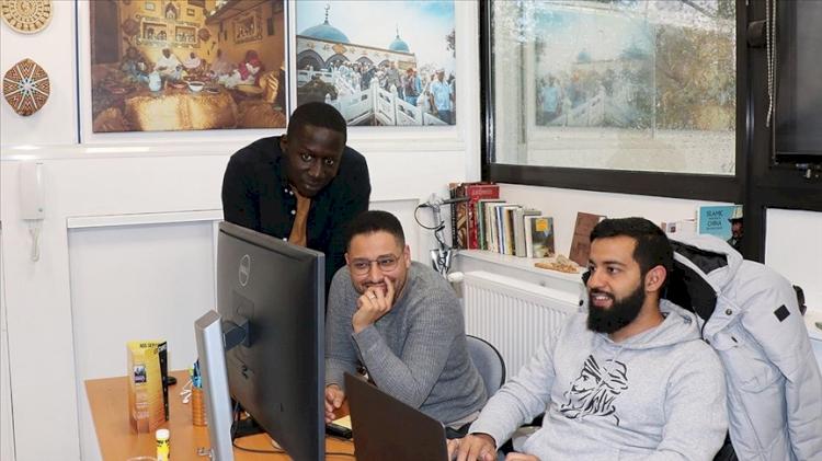Fransa'da 3 Müslüman genç, belgeselleriyle yerli ve azınlık Müslümanların hikayelerine kapı aralıyor