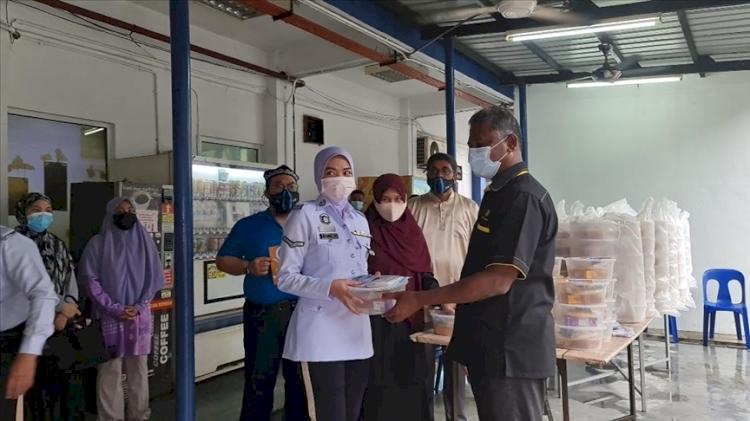 Malezyalı kuruluşlar, Uygurlu Müslümanların yaşadıklarına dikkati çekmek için Uygur ekmeği dağıttı