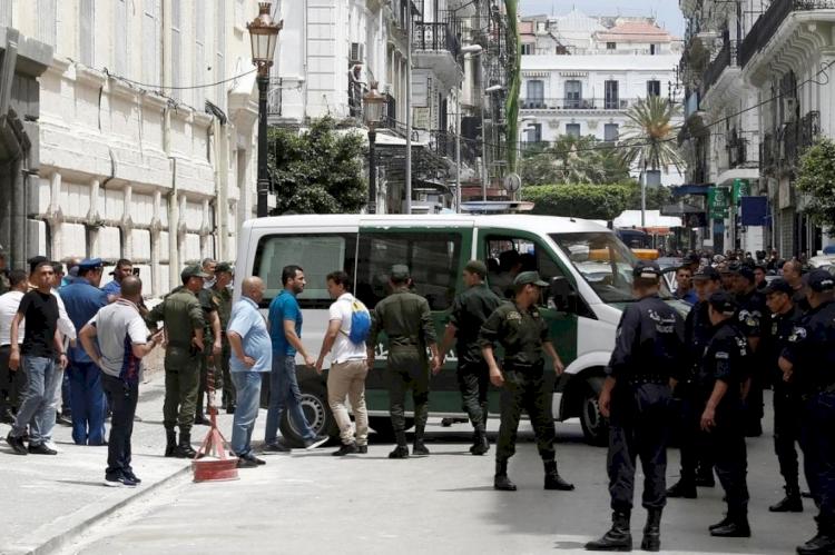 Cezayir'de dev yolsuzluk operasyonu: 850 milyon dolar değerinde mal varlığına el konuldu