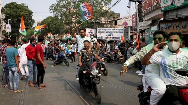 Batı Bengal'de seçim sonrası şiddet olayları: 12 ölü