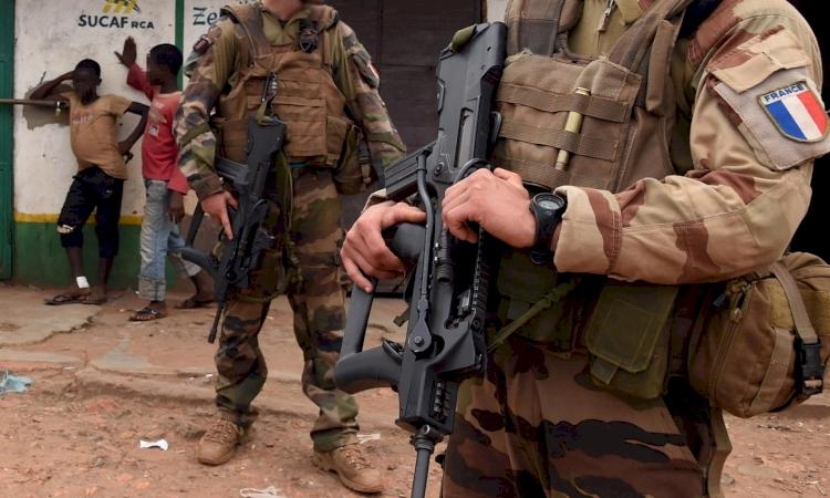 Fransa, Orta Afrika Cumhuriyeti'yle askeri iş birliğini askıya aldı