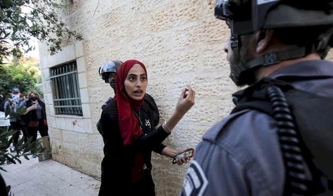 İşgalci İsrail'in tehcirine direnen Muna el-Kurd'un gözaltında yaşadıkları