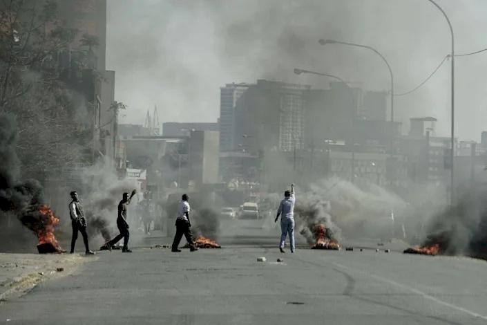 Güney Afrika'da Zuma'nın hapsedilmesi sonrası başlayan ayaklanma 4'üncü gününde