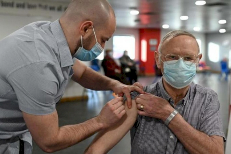 Araştırma: Tam aşılı kişilerin yüzde 1'inden azı koronavirüse yakalandı