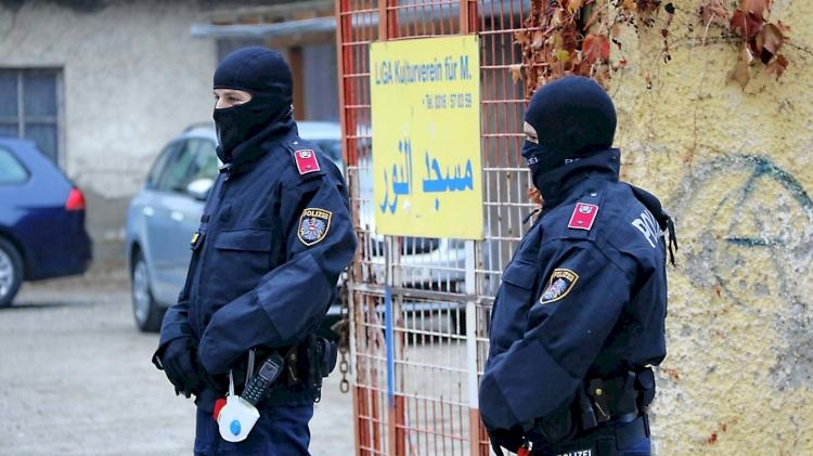 Avusturya mahkemesinden, 'terör bahanesiyle' Müslümanlara yapılan polis baskınları yasalara aykırı kararı