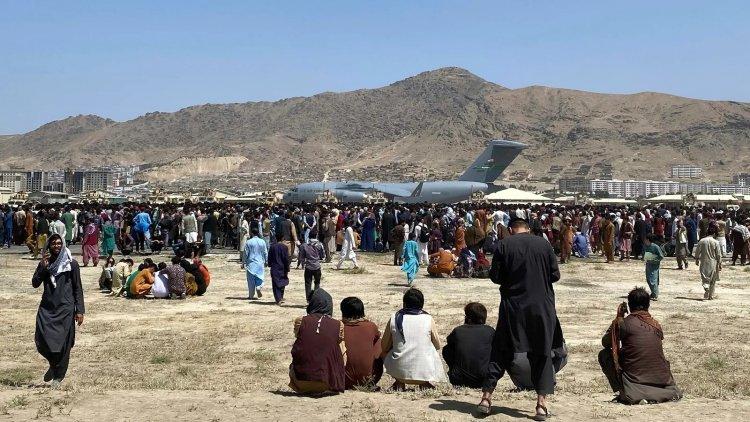 İngiltere vatandaşlarına 'Kabil havalimanına gitmemeleri' uyarısında bulundu