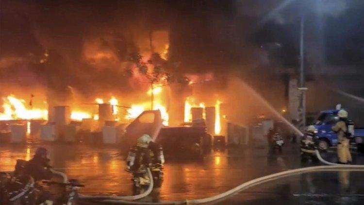 Tayvan'da 13 katlı binada çıkan yangında 46 kişi öldü